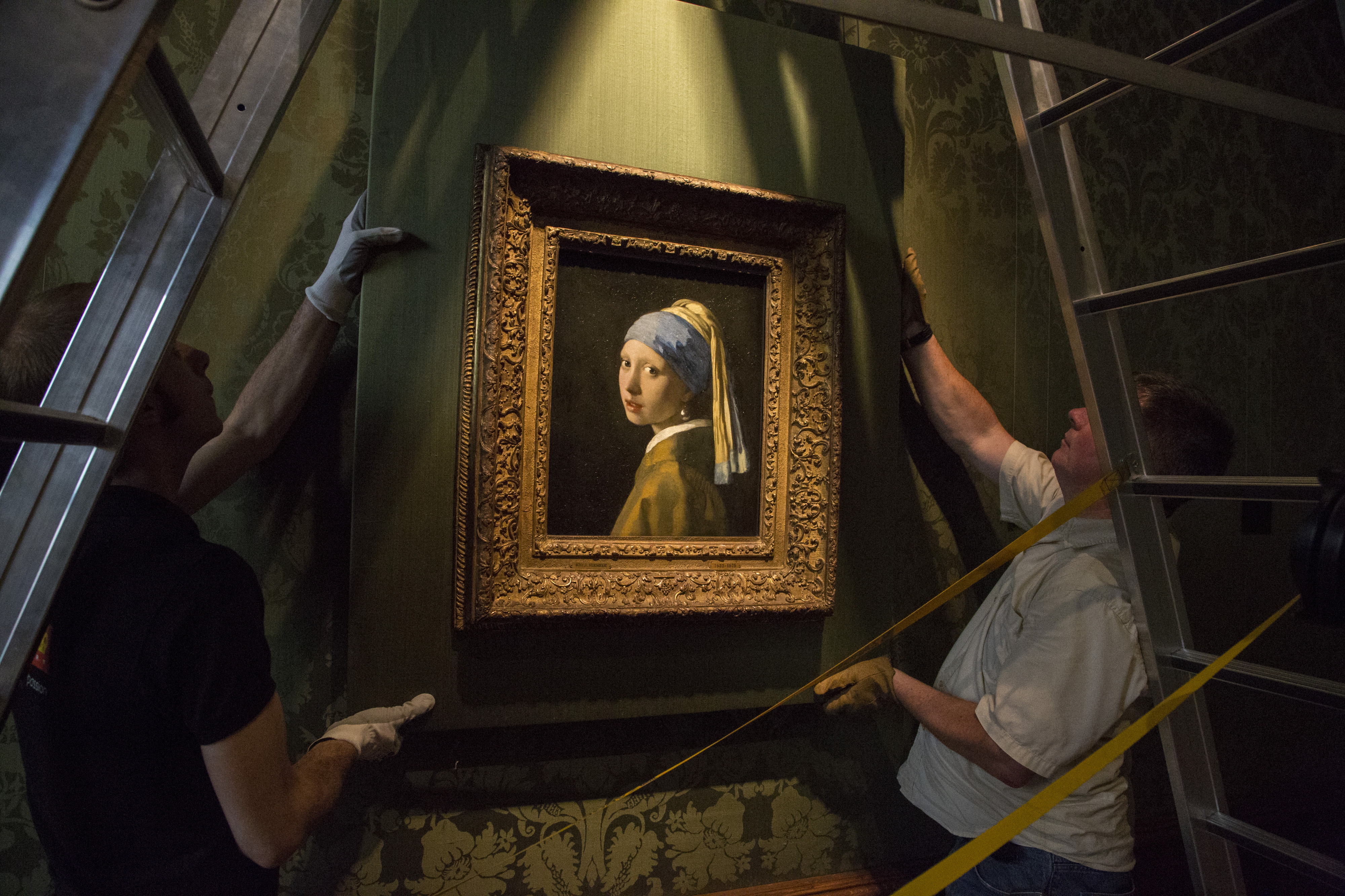 Girl with a Pearl Earring: Scene Image 2